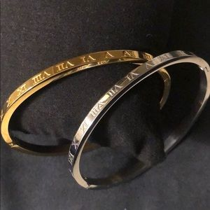 Doble Román numbers bracelets gold and silver.